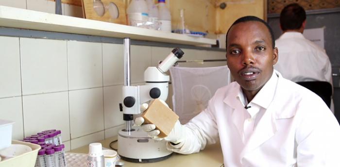 Science : Gérard Niyondiko; le créateur du savon anti-moustique