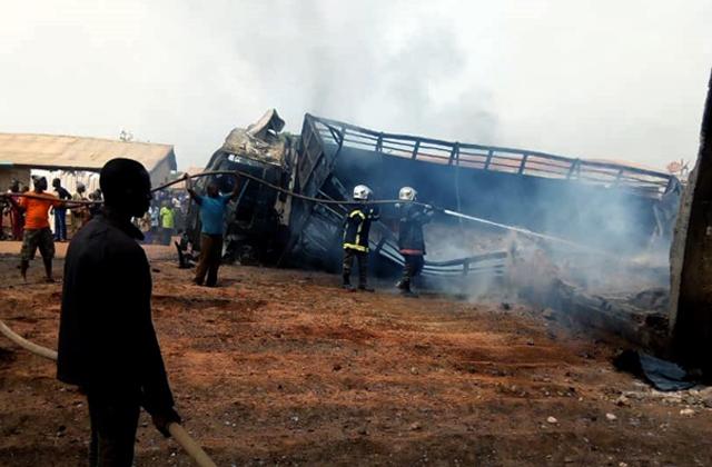 Société : un camion chargé de fûts d'essence prend feu a Ajantè dans la commune de Bantè