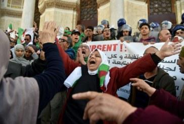 Algérie: l'armée promet de veiller sur la transition, et met en garde la rue