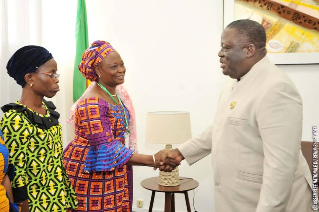 Bénin : Les femmes fonctionnaires du parlement en parfaite harmonie avec le Président Vlavonou